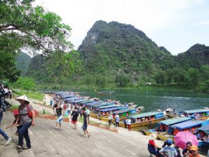Quang Binh decreases fees to attract more tourists