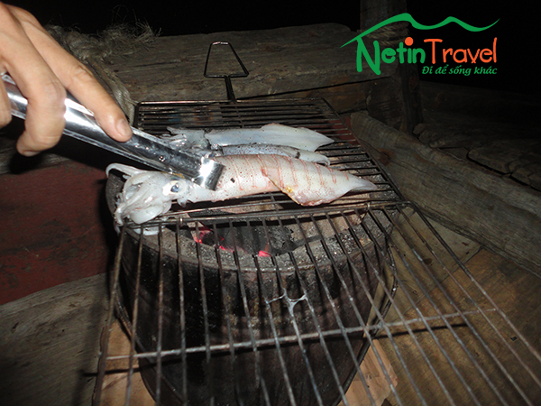 Go fishing and catching cuttlefish on Nhat Le sea