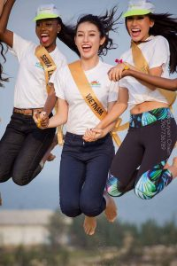 Miss Grand contenders try sand sliding in Quang Binh
